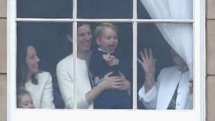 Prinz George macht eine lustige Grimasse