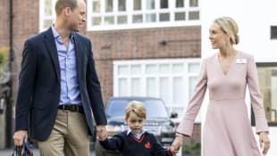 Prinz William, Prinz George und Schuldirektorin Helen Haslem