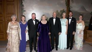 Prinzessin Astrid, Königin Sonja, Prinz Charles, Camilla, König Harald, Kronprinzessin Mette-Marit und Kronprinz Haakon