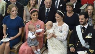 Prinzessinnen Victoria und Sofia von Schweden mit Söhnen