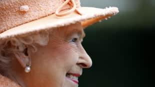 Die Queen strahlt über beide Ohren