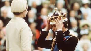 Queen Elizabeth II. & Prinz Charles im Jahr 1969