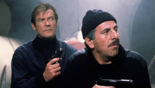 Roger Moore und Chaim Topol