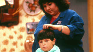 "Roseanne Bar und Michael Fishman in ""Roseanne"""