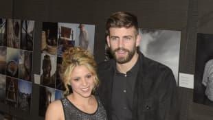 Shakira in einem sexy Outfit neben ihrem Mann Gerard Piqué
