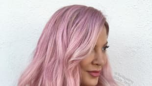 Tori Spelling hat nun rosa Haare