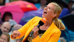 "Andrea Kiewel beim ""ZDF Fernsehgarten"" im Mai 2014"