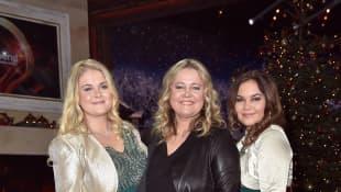 Anita Hegerland mit ihren Töchtern Greta und Kaja