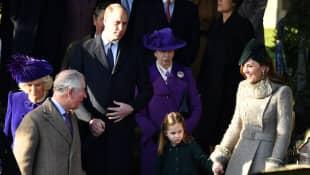 Herzogin Camilla, Prinz Charles, Prinz William, Prinzessin Anne, Prinzessin Charlotte und Herzogin Kate