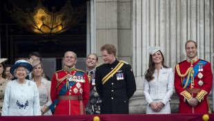 Königin Elizabeth II., Prinz Philip, Prinz Harry, Herzogin Catherine und Prinz William