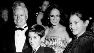 Charlie Cahplin mit seiner Frau Ooana und den Kindern Michael und Geraldine