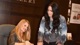 Demi Lovato und Mutter Dianna De La Garza bei einer Buchvorstellung