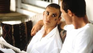 demi moore mit glatze die akte jane 1998