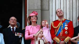 Siehe die Geburtstagsnachricht von Prinz William und Herzogin Kate an Prinz Philip