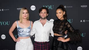 """Elizabeth Lail, Penn Badgley und Shay Mitchell bei der """"You"""" Serien Premiere in New York City 2018"""