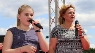 """Estefania und Silvia Wollny beim """"BILD"""" Hamburg-Renntag 2014"""