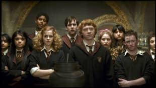 """""""Harry Potter""""-Darsteller Shefali Chowdhury, Afshan Azad, Alfie Enoch, Emma Watson, Matthew Lewis, Rupert Grint, Jessie Cave und Devon Murray"""