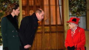 Herzogin Kate, Prinz William und Königin Elisabeth II.