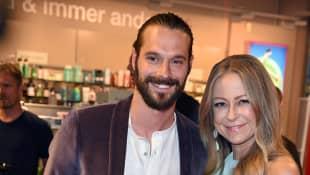 Jenny Elvers und ihr neuer Freund Simon Lorinser feiern ihr Pärchendebüt