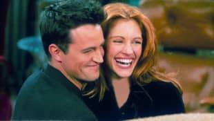 """Matthew Perry und Julia Roberts im Jahr 2000 bei """"Friends"""""""