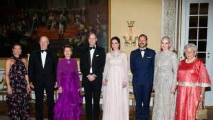 König Harald, Königin Sonja, Prinz William, Herzogin Kate, Prinz Haakon und Prinzessin Mette-Marit im königlichen Palast in Oslo, Skandinavien Tour