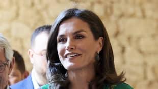 Königin Letizia von Spanien trägt ihre Haare jetzt ein paar Nuancen dunkler