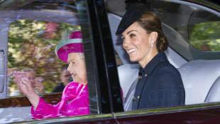 Königin Elisabeth und Herzogin Kate