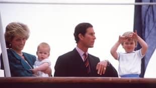 Lady Diana, Prinz Harry, Prinz Charles und Prinz William