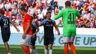 """Mick Schumacher und Dirk Nowitzki beim Benefiz-Fußballspiel """"Champions for Charity"""""""