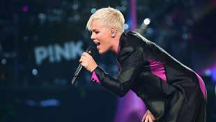 Sängerin Pink musste ins Krankenhaus eingeliefert werden
