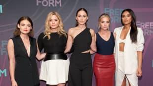 Lucy Hale, Sasha Pieterse, Troian Bellisario, Ashley Benson und Shay Mitchell