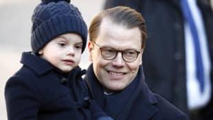 Prinz Oscar ist der ganze Stolz von Papa Prinz Daniel