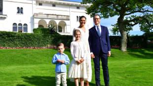 Prinzessin Victoria und Prinz Daniel mit Prinzessin Estelle und Prinz Oscar