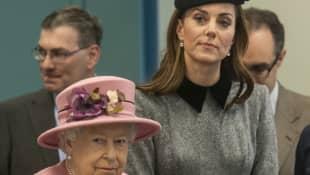 Queen Elisabeth II. und Herzogin Kate