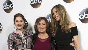Emma Kenney, Roseanne Barr und Sarah Chalke