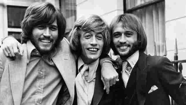 Barry, Robin und Maurice Gibb wurden als Bee Gees weltberühmt