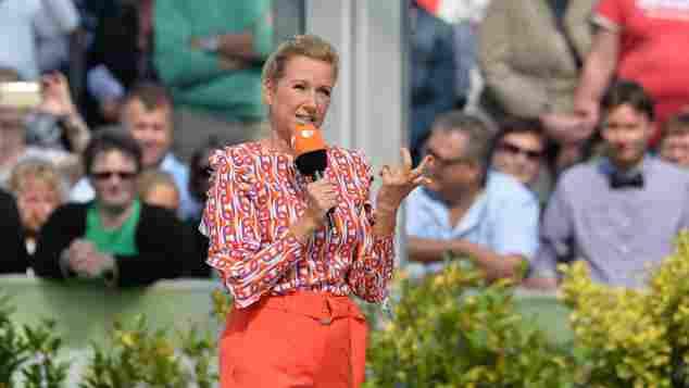 """Andrea Kiewel als Moderatorin des """"ZDF-Fernsehgartens"""""""