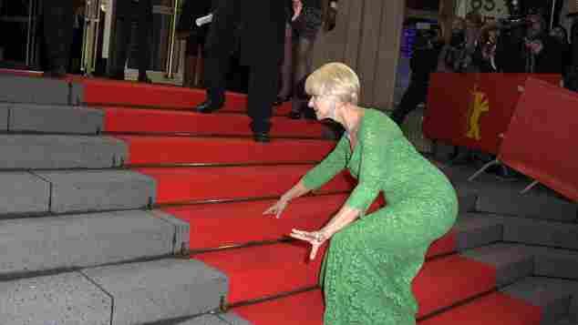 Helen Mirren stolpert bei der Berlinale