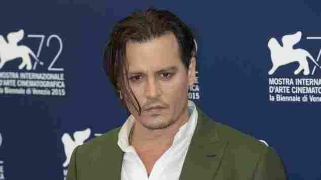So präsentierte sich Johnny Depp auf dem roten Teppich in Venedig.