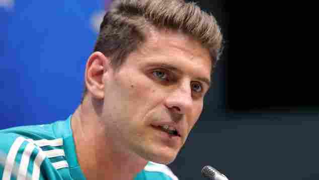 Mario Gomez bei einer Pressekonferenz