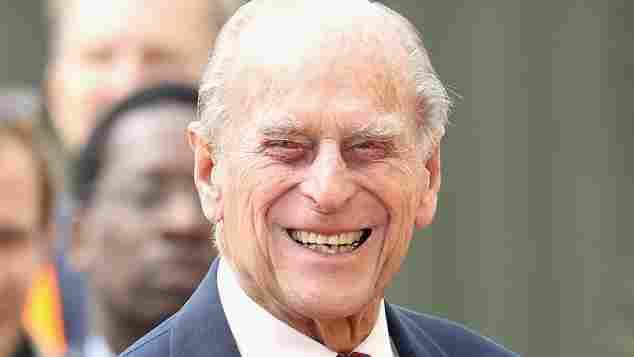 Prinz Philip zeigt sein breitestes Grinsen