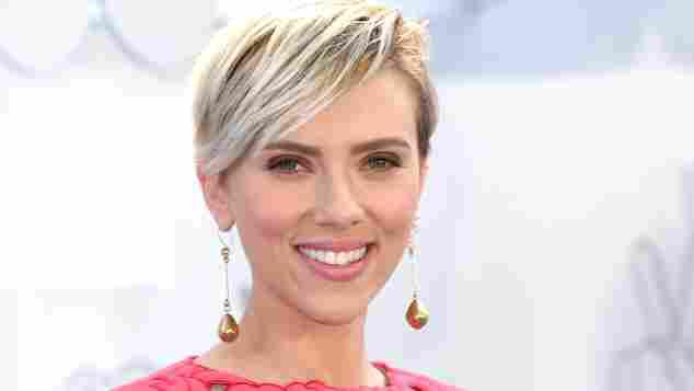 Scarlett Johansson auf dem roten Teppich bei den MTV Movie Awards 2015