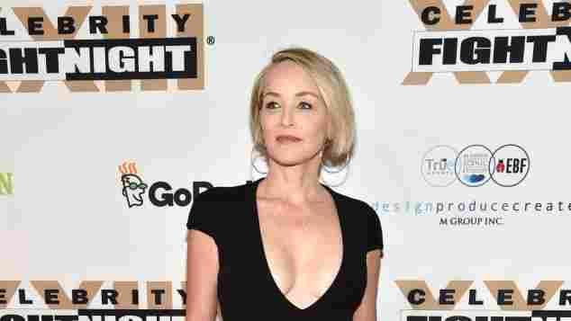Sharon Stone Schauspielerin heiß schwarzes Kleid Muhammad Ali Celebrity Fight Night hammer Body