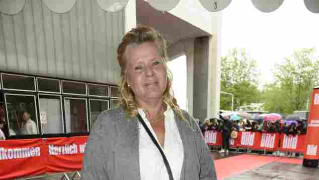 Silvia Wollny zeigt stolz ihre deutlich schlankere Figur, Die Wollnys, Silvia Wollny