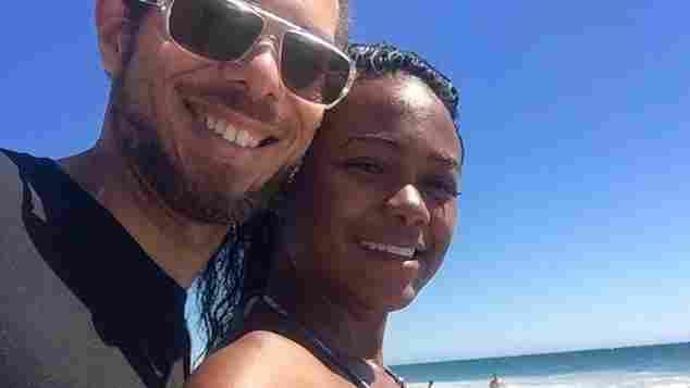 Vaughn Raspberry und Tatyana Ali gemeinsam am Meer