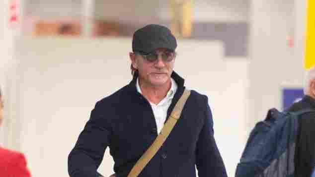 Daniel Craig ist am Flughafen in New York nicht zuerkennen