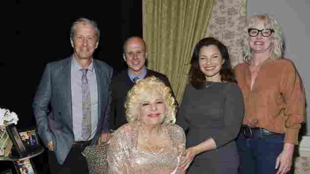 Charles Shaughnessy, Benjamin Salisbury, Renée Taylor, Fran Drescher, Lauren Lane Reunion die Nanny