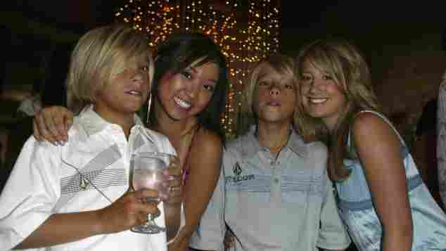 Dylan Sprouse, Brenda Song, Cole Sprouse und Ashley Tisdale 2004