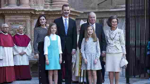 Königin Letizia, Prinzessin Sofia, König Felipe VI., Prinzessin Leonor und der ehemalige König Juan Carlos I. und die ehemalige Königin Sofia