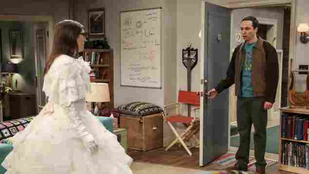 """The Big Bang Theory"": ""Sheldon"" sieht ""Amy"" im Hochzeitskleid"